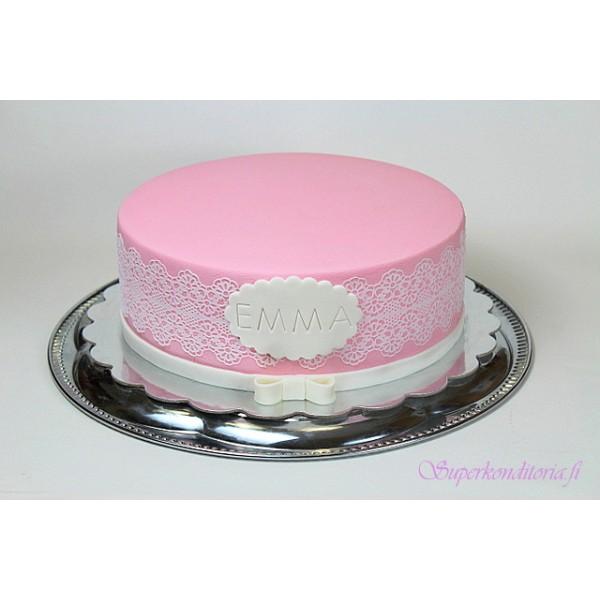 Vaaleanpunainen kakku sokeripitsillä