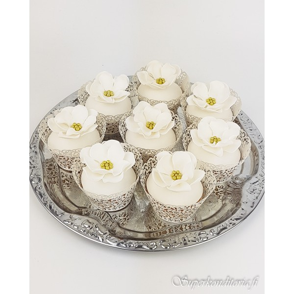 Hääkukkaset cupcake