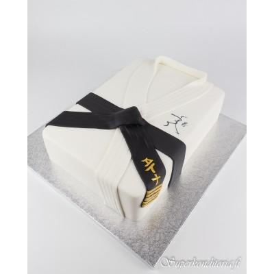Musta vyö kakku